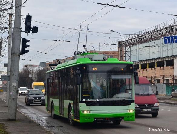Тролейбус для Черкас їздить вулицями Луцька