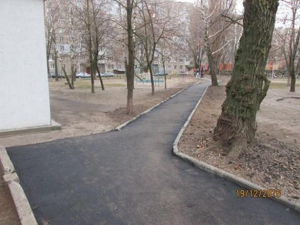 У Черкасах зробили нові тротуарні доріжки (ФОТО)