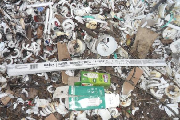 На Черкащині невідомі залишили небезпечні відходи просто неба