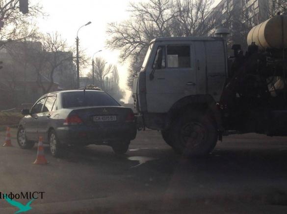 На перехресті вулиць Чехова-Ільїна у ДТП потрапив бетонозмішувач
