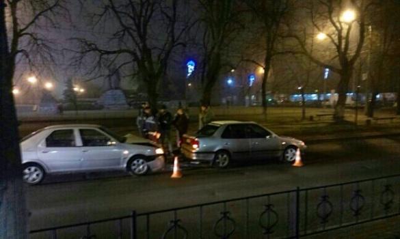 Біля обласної прокуратури сталася ДТП (фотофакт)