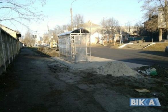 У центрі Черкас активно будують нову зупинку (фотофакт)