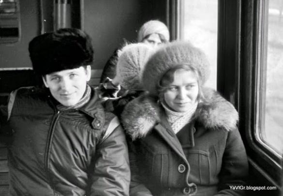 Якими були пасажири черкаського електропотягу в минулому столітті (ФОТО)