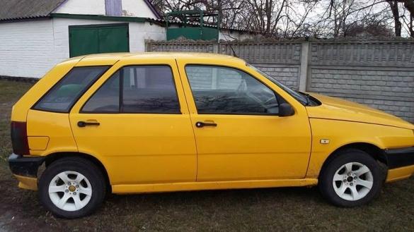 У Київській області розшукують власника покинутого черкаського авто