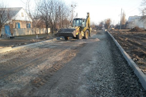 Через теплу зиму у Черкасах ремонтують дороги та не спить ведмедиця