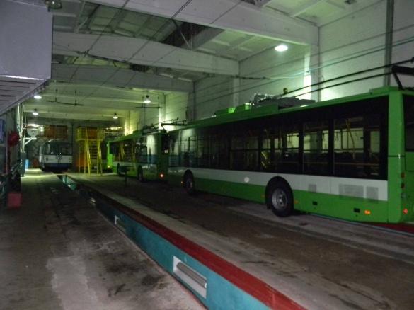 Сенсорний дисплей та безпечні двері: у Черкасах оглянули нові тролейбуси (ВІДЕО)