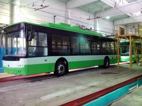 Бондаренко і Ткаченко покатаються на нових черкаських тролейбусах