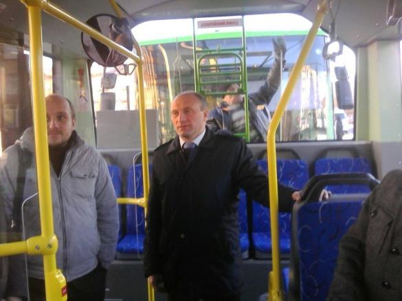 Анатолій Бондаренко проїхався у новому черкаському тролейбусі (фотофакт)