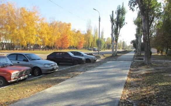 На черкаській вулиці з'явився новий тротуар (фотофакт)
