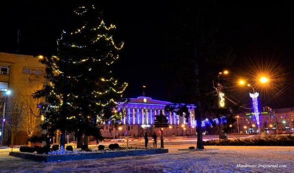 Черкаський фотограф показав центр міста у новорічних вогнях (ФОТО)
