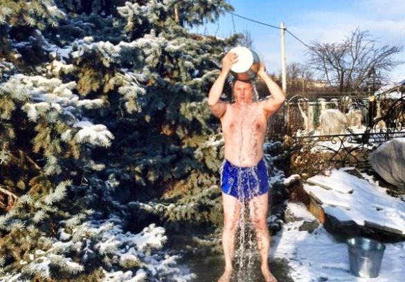Черкаський екс-депутат моржував у новому році (ФОТО)