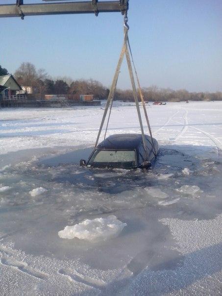 Випробовуючи лід: на Черкащині втопили два авто