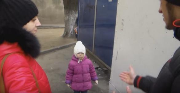 Черкаські активісти присоромили батьків, які курять просто біля дітей