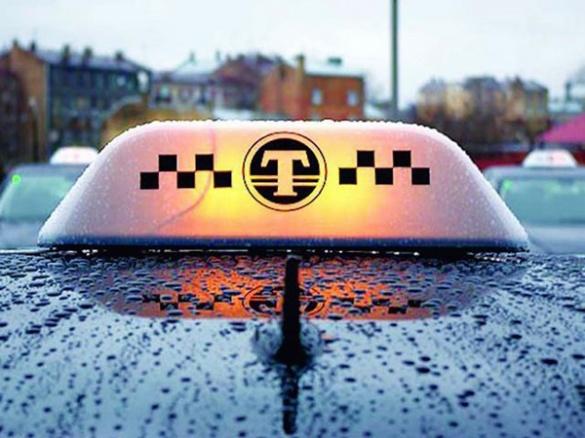 На Черкащині пасажир побив таксиста та вкрав його машину