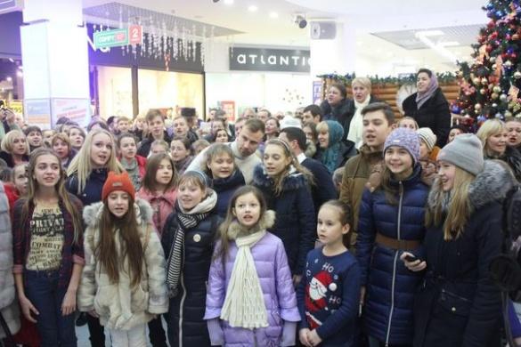 Бондаренко разом із черкащанами у центрі міста заспівав колядку