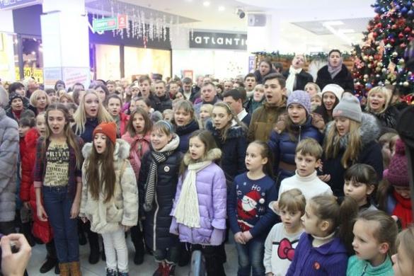 Жителі Черкас наймасовіше в Україні виконали колядку на Різдво (ВІДЕО)