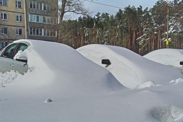 Черкаси дуже сильно замело снігом, але дороги прибирають
