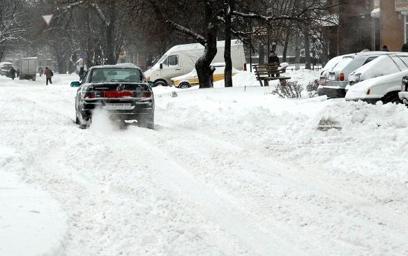 Містяни з лопатами: як Черкаси від снігу прибирали (ФОТО)