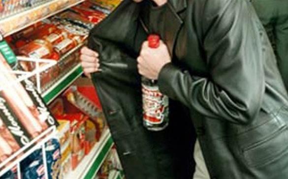 У Черкаській області два молодики вкрали в магазині продукти та горілку