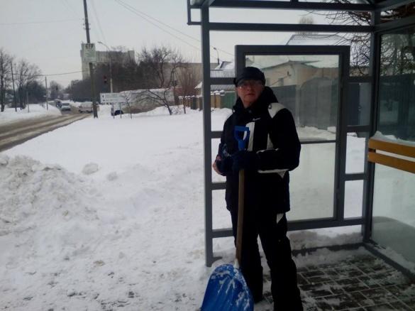 Черкаські чиновники взялися за лопати (ФОТО)