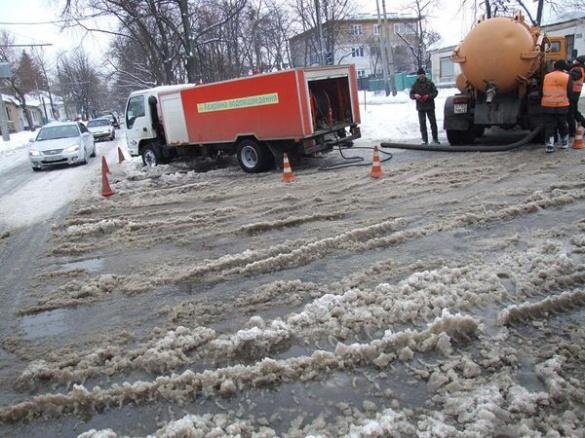 У будинках по бульвару Шевченка люди сидять без води