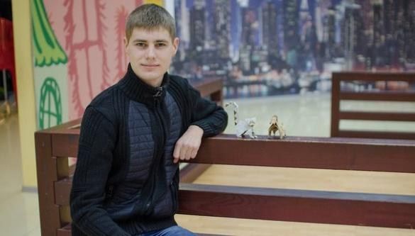 Черкаський студент робить надзвичайні скульптури із паперу (ФОТО)