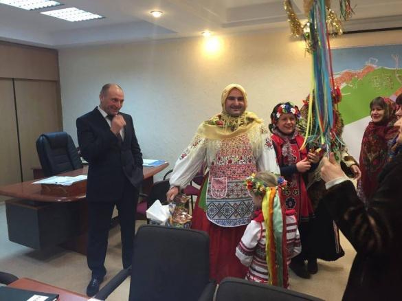 До міського голови Черкас завітали креативні щедрувальники (ФОТО)