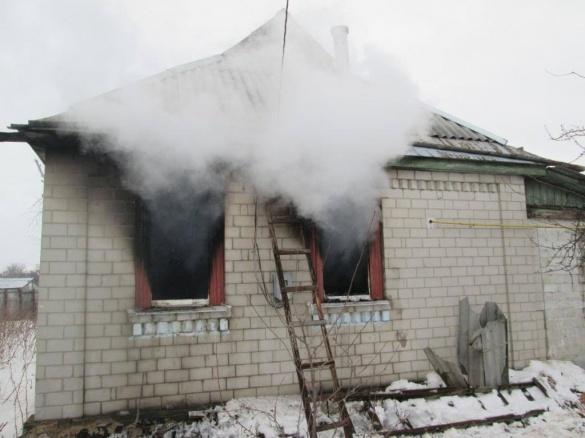 На Черкащині мало не згоріли два житлові будинки (ВІДЕО)