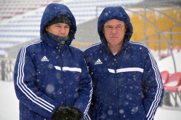 Черкаські футболісти вийшли на тренування попри негоду