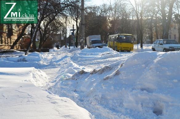 Ранок після негоди: вулиці Черкас чистять від снігу (ФОТО)