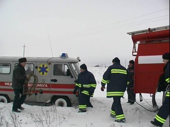 На Черкащині жінка ледь не народила посеред заметеної снігом дороги