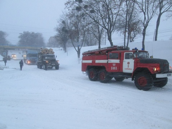 На Черкащині понад 60 водіїв стали заручниками негоди