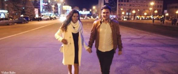 Закохана пара зігріла почуттями зимові Черкаси (ВІДЕО)