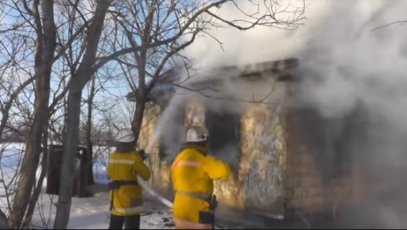 У Шполянському районі чоловік розпалив багаття просто посеред кімнати