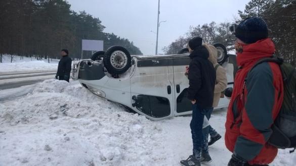 У Черкасах в ДТП авто перевернуло на дах (ФОТО, ВІДЕО)