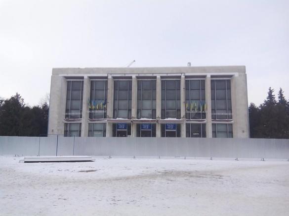 Новий дах черкаському театру влада обіцяє до весни