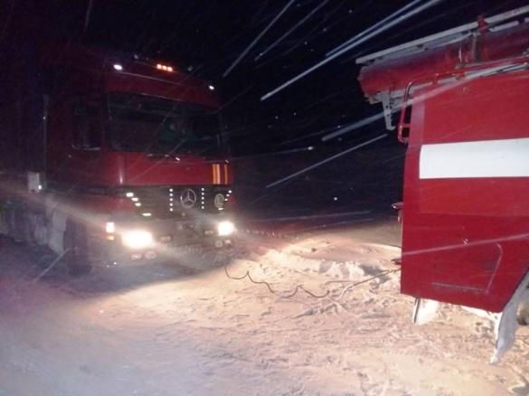 Дорогу на Черкащині заблоковували п'ять вантажівок (ВІДЕО)