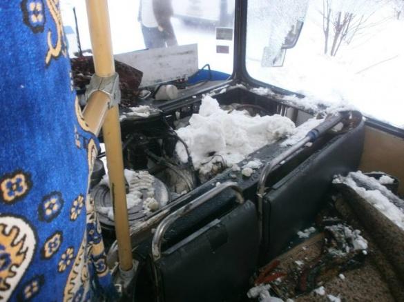 Рятувальники оглянули смілянський автобус після пожежі (ВІДЕО)