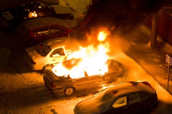 Машину черкаського чиновника облили бензином і підпалили