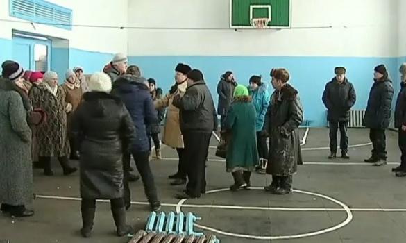 Черкаські чиновники розбирають сільську школу