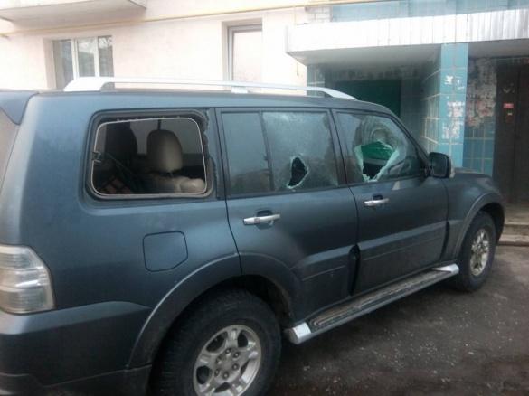 Бандити із 90-х років побили автомобіль черкаського депутата? (ФОТО)