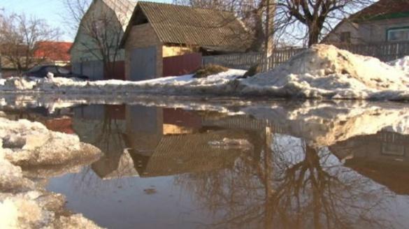 На Черкащині замість дороги утворилося таке озеро, що його зафіксувало ББС