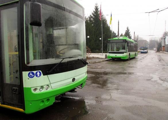 У мережі з'явилося відео з місця ДТП у Черкасах із новим тролейбусом