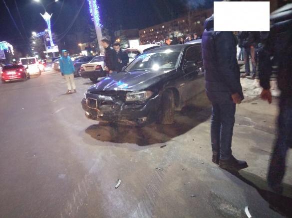 Горе-водій пошкодив одразу три автівки у центрі Черкас (ФОТО, ВІДЕО)