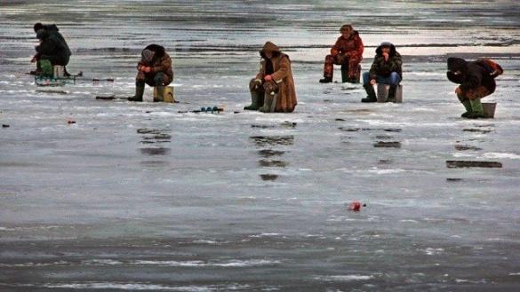 Поблизу Черкас рибалки