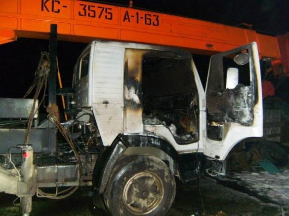 Уночі на Черкащині через підпал горіли вантажівка та легковик