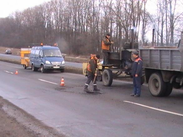 У Черкасах знову почали ремонтувати дороги