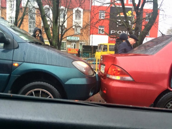 На бульварі Шевченка дві машини потрапили у ДТП (ФОТО)