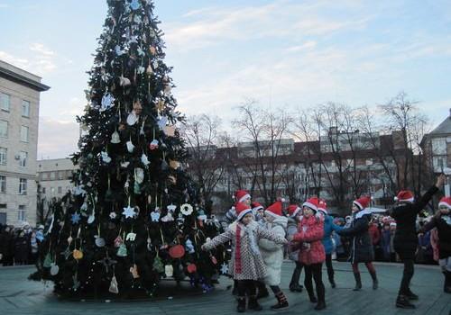 У середині лютого в Черкасах усе ж приберуть новорічну ялинку