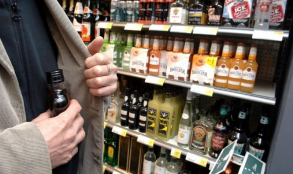 Через пляшку алкоголю черкащанина можуть ув'язнити на три роки